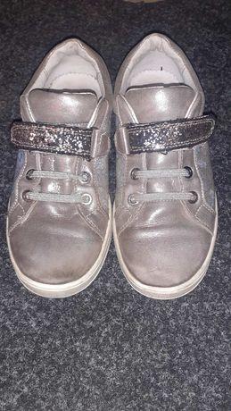Кроссовки на девочку кожа 33р.