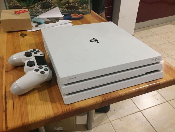 Vendo PS4 pro branca 1TB