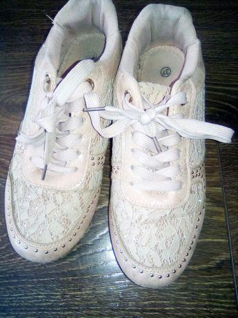 Кросовки жіночі ,підліткові