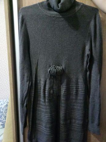 Продается платье вязаное.