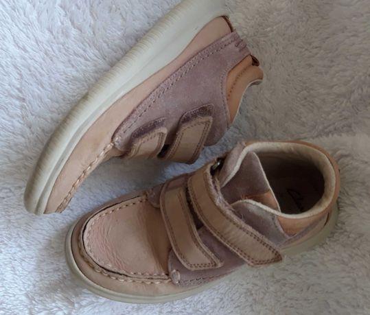 Фирменные осенние ботинки на девочку clarks размер 28
