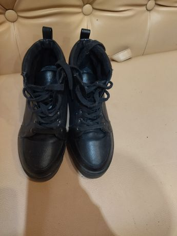 Отдала. ТоОтдам ботинки 35 размер