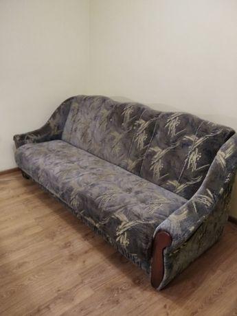 Продам розкладний диван,два крісла,та два пуфіка.