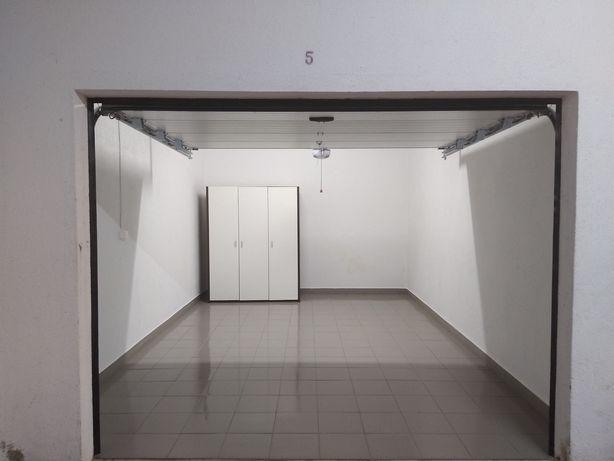 Alugo Garagem, portão automático