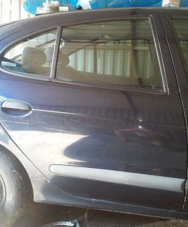 Renault Megane nv472 Drzwi prawe tył 1 95-02r lif