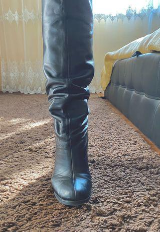 Сапожкі,натуральна шкіра,чорні ,гарний стан,довгі (до колінка)