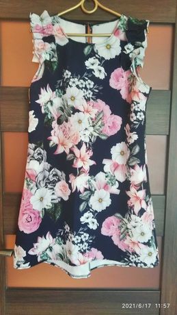 Elegancka letnia sukienka trapezowa asymetryczna