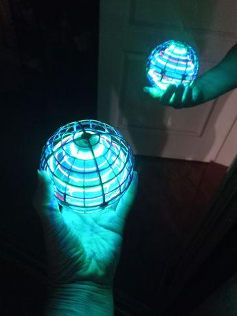 Светящийся летающий шар сенсорный Flying Spinner