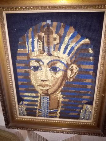 Obraz faraona w drewnianej ramie