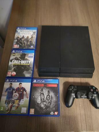 Playstation 4 PS4 + Pad + Gry