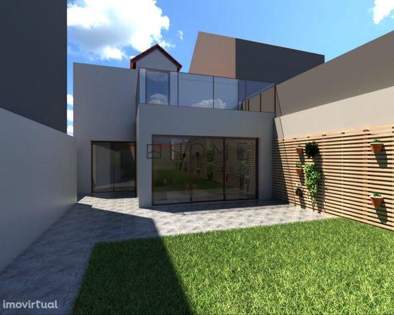 Moradia T3 para reconstrução com projeto aprovado, em Ovar, Aveiro