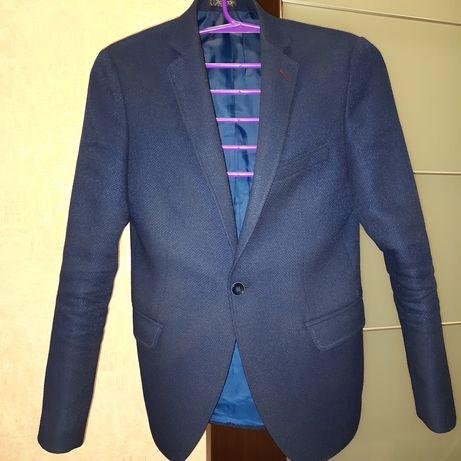 Темно-синій чоловічий піджак