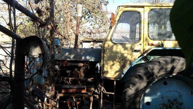 Трактор рабочий  ЮМЗ-6