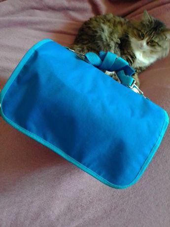 продам сумку-переноску б/у для домашних животных средних размеров.