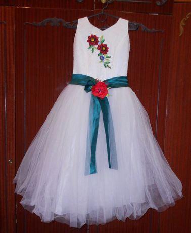 Празднечное детское платье белое вышивка бисером