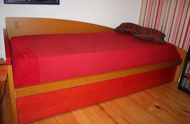 Cama tipo Cerne estrutura estrado para segunda cama e gavetas