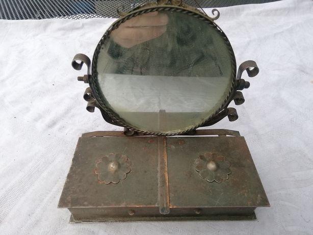 Stare lusterko z szkatułką