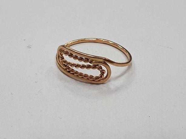 Piękny złoty pierścionek damski/ Radzieckie 583/ 1.24 gram/ R16/ sklep