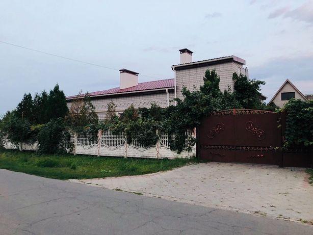 Продам два 1 этажных дома в Новоселовке. Участок 24 сотки. ВК