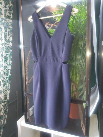 Śliczna sukienka z ONLY z wycięciami w talii