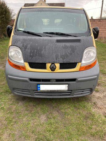 Мікроавтобус Renault Traffic
