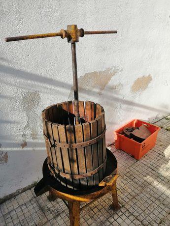 Espremedor e esmagador de uvas
