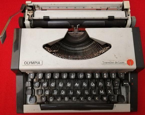 "Máquina de Escrever Portátil Antiga ""Olympia"" Made in Western Germany"