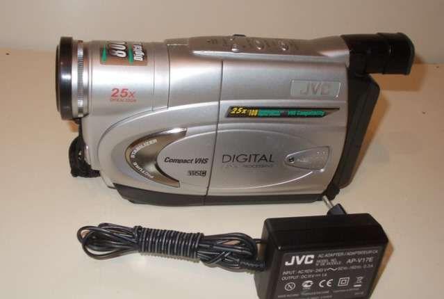 Японская видеокамера JVC модель GR-FX17E