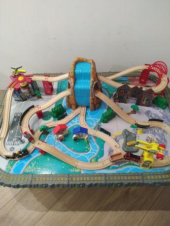Железная дорога Kidkraft + подарок