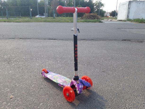Продам самокат для девочки Бест Скутер, Best Scooter