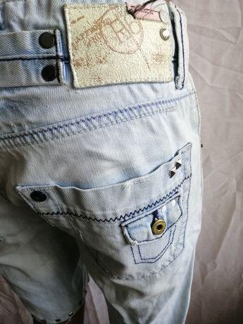 Стильные шорты до колен