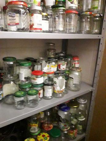 Słoiki szklane różnej pojemności z pokrywkami czyste