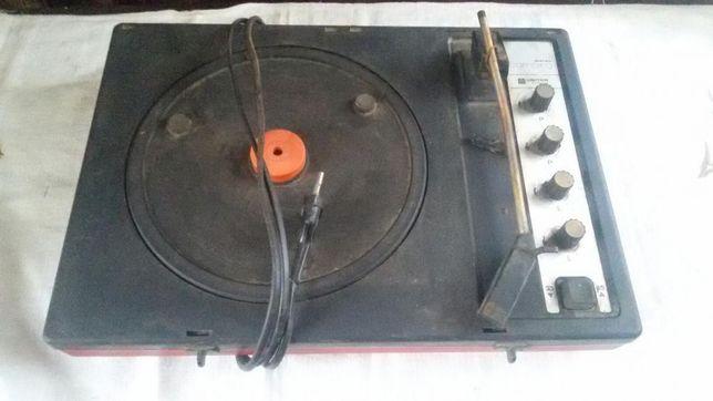 Gramofon Unitra Camping na części