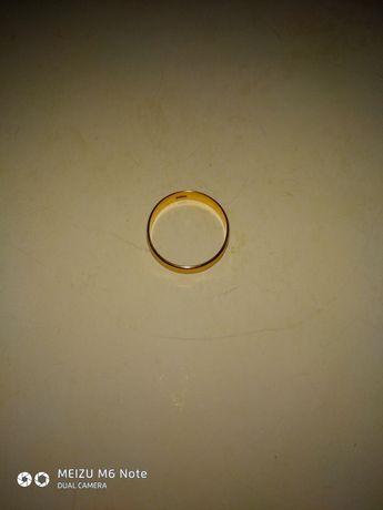 Продаю обручальное,золотое кольцо 585 пробы
