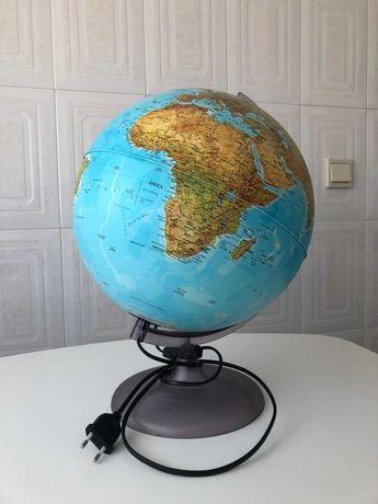 Globo terrestre iluminado