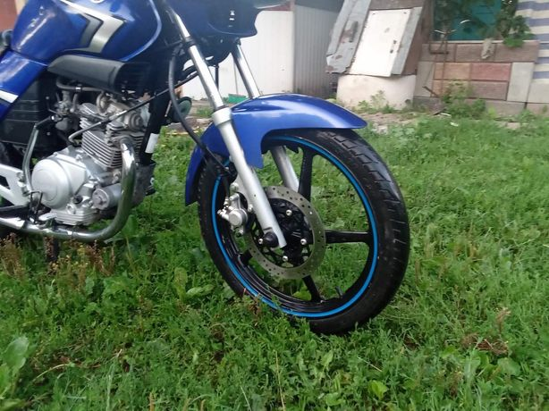 Мотоцикл Yamaha  //