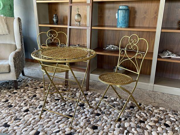 Conjunto de mesa e cadriras