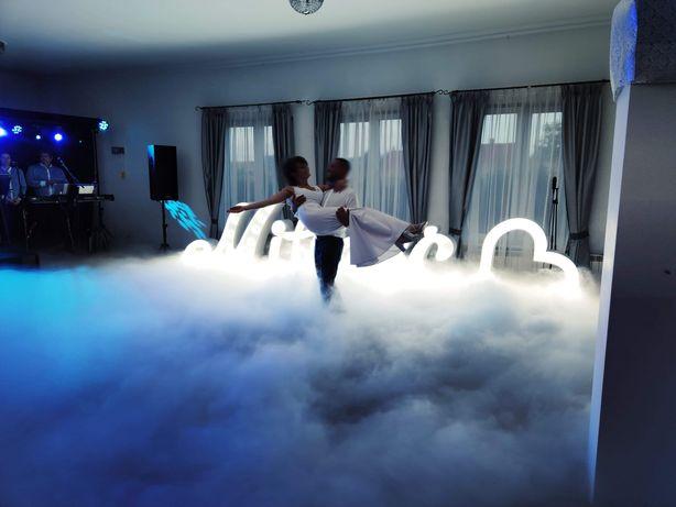 Taniec w chmurach, ciężki dym, pierwszy taniec
