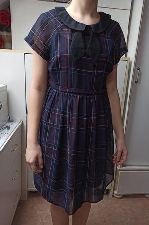 Lekko rozkloszowana sukienka granatowo-czerwona krata, rozmiar S
