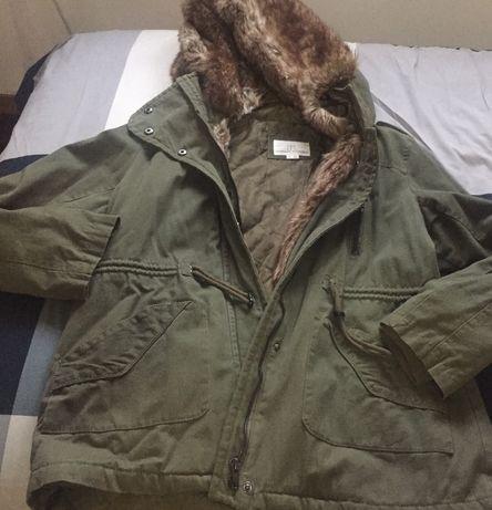 Vários casacos de fazenda ,couro e parkas