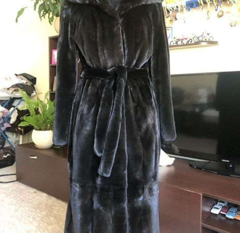 Продаю норковую шубу размера оверсайз Blackglama