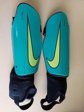 Ochraniacze Nike Charge