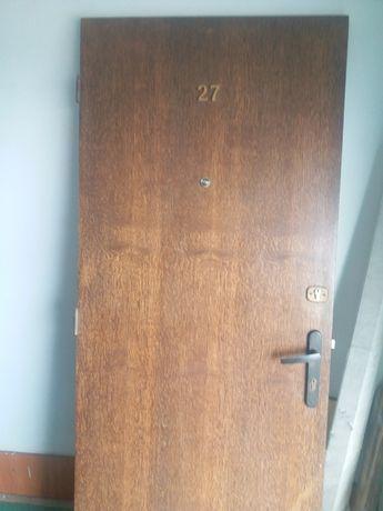 Продам дубові вхідні двері