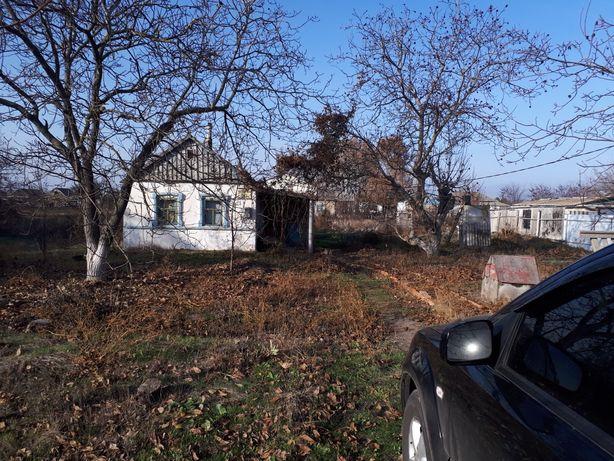 Продам земельный участок и домик