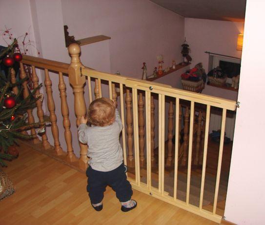 Nowa bramka ochronna zabezpieczająca drewniana na schody regulowana