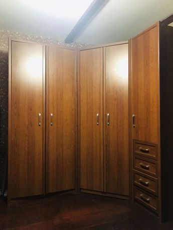 Большой вместительный шкаф
