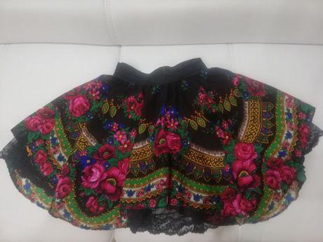 Góralska spódnica w kwiaty czarna