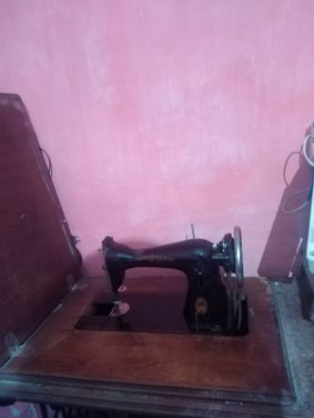 Швейная машинка ПМЗ. Подольск, ножным приводом.