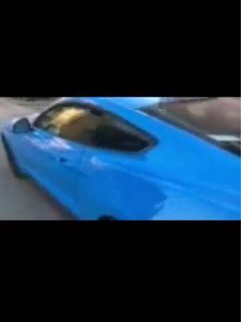 Carro Mustang azul