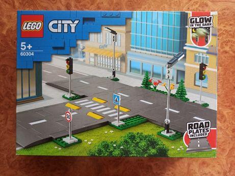 Конструктор LEGO City Town Дорожные плиты 112 деталей (60304)